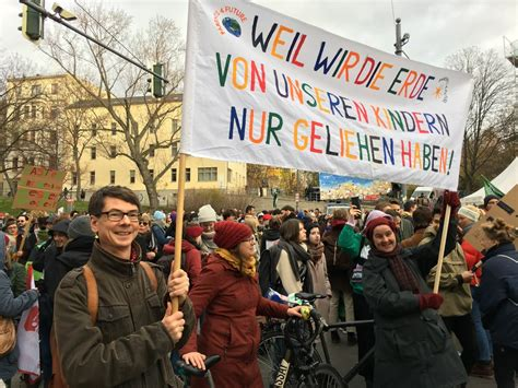 """Fridays for future (fff) is a global social movement based on pupils and students who are committed to comprehensive, fast, and efficient climate protection measures in order to meet the 1.5. Fridays for Future in Halle: """"Ich fühle mich ..."""