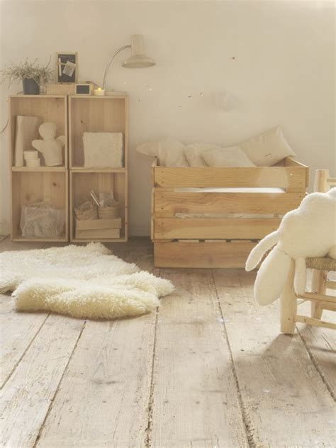 chambre palette bois touches de bois dans une chambre d 39 enfant picslovin