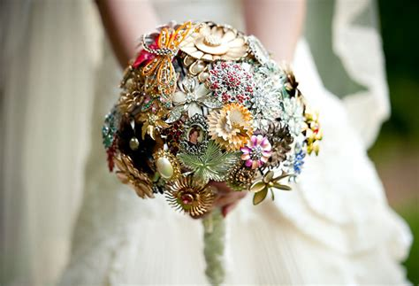{Wedding Trends}: Vintage Brooch Bouquets Belle The Magazine
