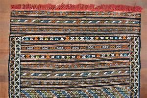 Petit Tapis Berbere : petit tapis kilim marocain berb re noir oranjade bbre pinterest berb res tapis kilim et ~ Teatrodelosmanantiales.com Idées de Décoration