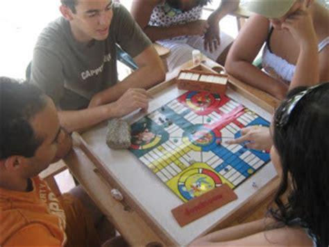 Educador y luchador por las fiestas patrona les y juegos populares dominicanos. El Cuartico del Pops: El juego de Parchis