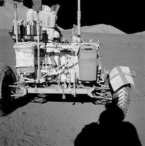 File:Apollo 17 rover AS17-135-20542HR.jpg - Wikimedia Commons