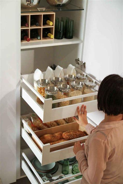 astuces rangement cuisine astuce rangement placard cuisine maison design bahbe com