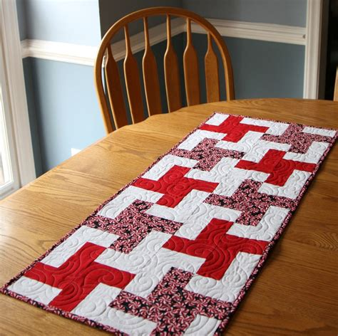 simple pinwheel table runner favequiltscom