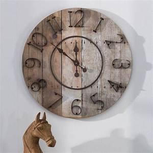 Große Wanduhr Holz : diese gro e wanduhr setzt ein statement mit der kombination aus holzoptik und kontrastierenden ~ Indierocktalk.com Haus und Dekorationen