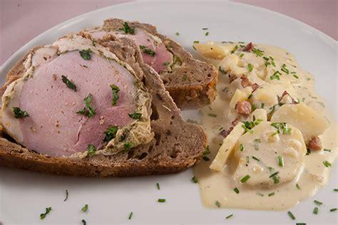 Braten Im Dfgarer by Schweineschulter Im Brotteig Mit Kartoffelsalat Mit Speck