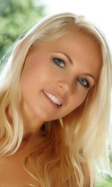 Photo info dimensions 2347 x 3541. Jenni Czech full blonde head askew with smile