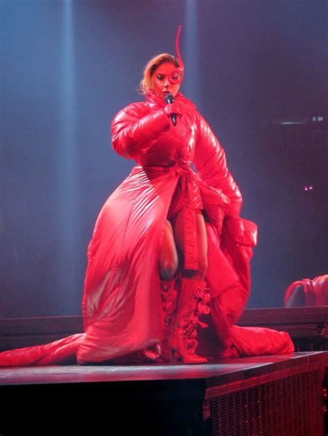 Lady Gaga stuns with at least eight costume changes on Joanne tour opening night | Metro News