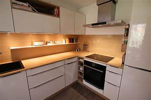 Echtholz Arbeitsplatte Küche : beige hochglanz kche und holz arbeitsplatte design ~ Michelbontemps.com Haus und Dekorationen
