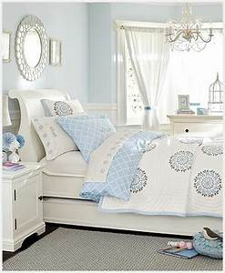 le couvre lit boutis en 75 images archzinefr With tapis chambre bébé avec jete de lit fleuri