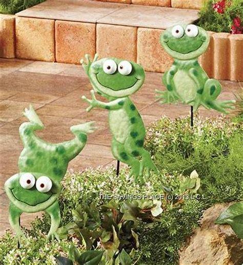 set of 3 whimsical metal frog or cat garden yard