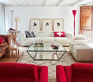 une deco de salon avec du temperament chaud en rouge With tapis rouge avec canapé baroque moderne