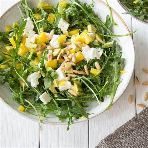 avocado mango salat mit rucola