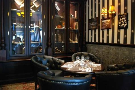 pub au bureau salon de provence décoration très typique style pub anglais un régal pour