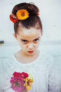 Chignon Demoiselle D Honneur Mariage : 5 coiffures fleuries pour petites demoiselles d 39 honneur funky wedding ~ Melissatoandfro.com Idées de Décoration
