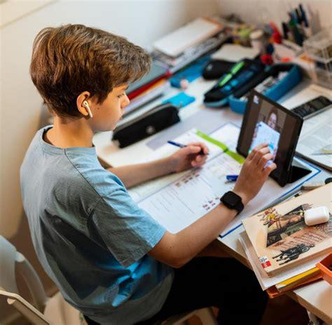 Diese website ist von der stiftung health on the net zertifiziert. Corona und Schule: Unterricht auf Distanz mit Tablet oder ...