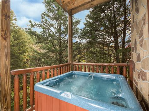 3 bedroom hotels in pigeon forge tn moonlight theater lodge three bedroom cabin pigeon forge