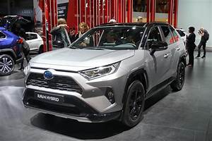 Toyota Rav 4 2019 : 2019 toyota rav4 chief engineer gas station trips every two weeks are a waste of time carbuzz ~ Medecine-chirurgie-esthetiques.com Avis de Voitures