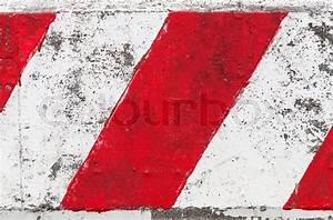 Rot weiss gestreiften beton schranke herauf beschaffenheit for Schranke rot weiß