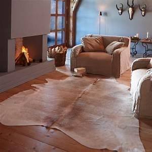 tapis peau de vache accessoire original pour votre interieur With tapis peau de vache avec canapé retro design