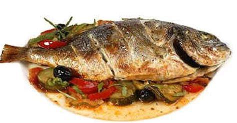 cuisiner une dorade a la poele daurade à la niçoise les plats de poissons