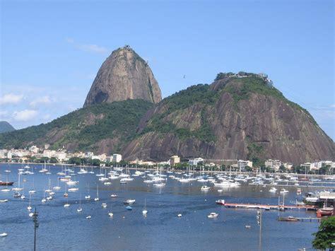 sugarloaf mountain brazil cliffs