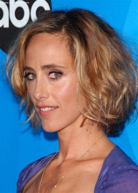 kim raver layered bob hairstyle   oblong shaped face