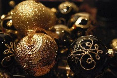 black gold christmas 36 super elegant black and gold christmas d 233 cor ideas digsdigs