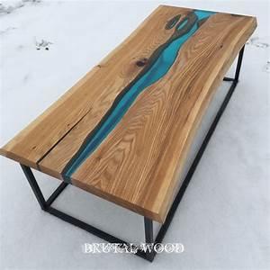 Table Resine Bois : river table epoxy table table river table pinterest epoxy tables and woods ~ Teatrodelosmanantiales.com Idées de Décoration