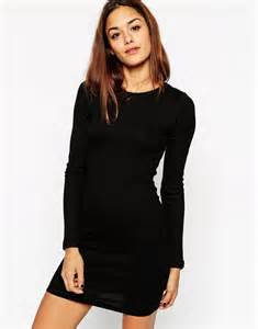 The lbd 7 little black dresses for every occasion for Robe moulante manche longue