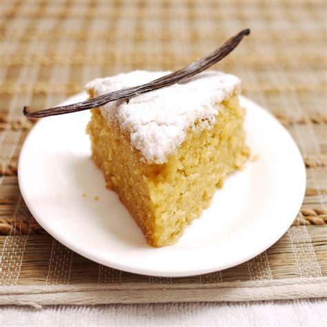 vanilla cake very vanilla one bowl cake crustabakes