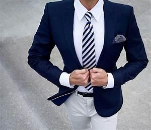 Blauer Anzug Schwarze Krawatte : blauer anzug auf wei em hemd mit passender krawatte business pinterest mens fashion mens ~ Frokenaadalensverden.com Haus und Dekorationen