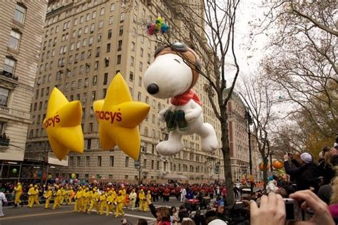 thanksgiving parade floats balloon pictures