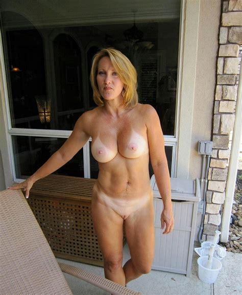 Instantfap Showing Off Her Tanlines