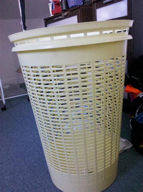 photo panier 224 linge en plastique jaune