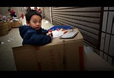 Photo: A boy plays Boss outside his parents' shop, by Expatriate Games - 中国数字时代