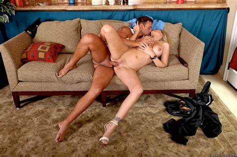 Com Couch Toy Playtime Moms Attractive Wifes Julia Ann Let Banged By The Cop On Office