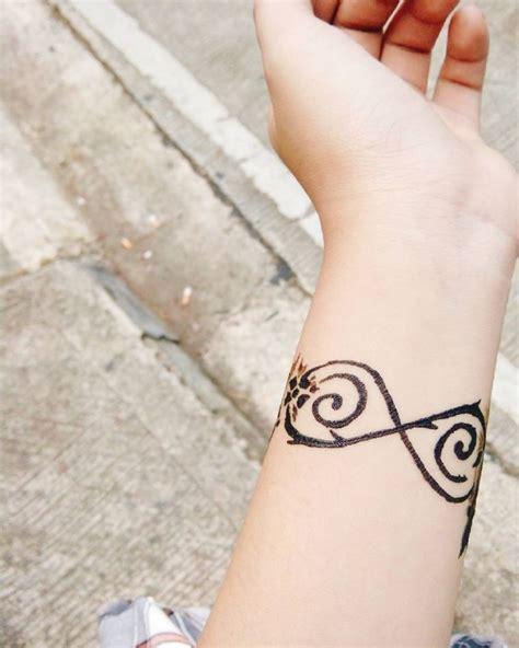 le tatouage infini vous seduit zoom sur le symbole