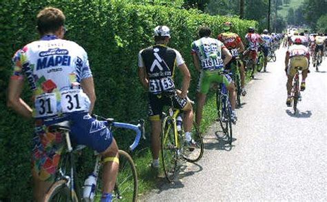 Bicycle Race Pit Stop » Funny, Bizarre, Amazing Pictures
