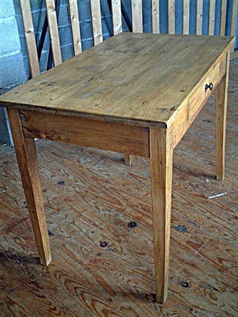 table bureau ancien table bureau en hêtre ancienne avec tiroir couleur clair
