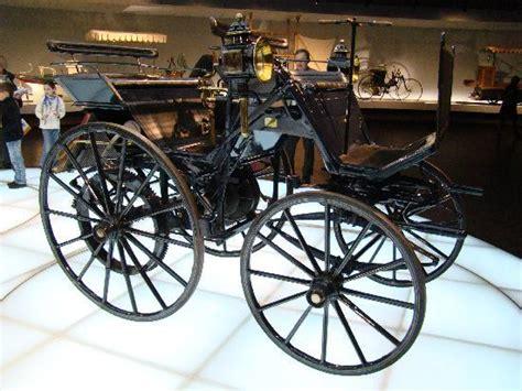 2012 márciusában nyitotta meg gyárát kecskeméten. One of the first cars - Picture of Mercedes-Benz Museum, Stuttgart - TripAdvisor