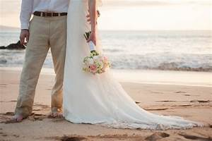 bride and groom maui wedding photo With maui wedding photography packages