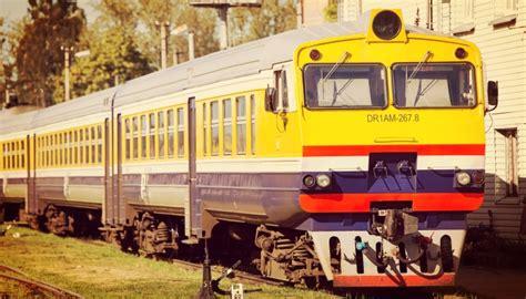 Ar nebijuši iespaidīgu vilciena sastāvu Rīgā ieradīsies ...