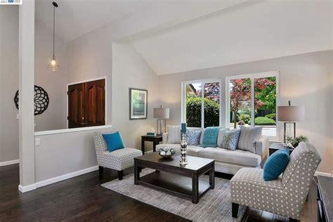 39 Beautiful Living Rooms with Hardwood Floors - Designing