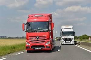 Mercedes Poids Lourds : daimler souffre d 39 une baisse du march mondial du camion ~ Melissatoandfro.com Idées de Décoration