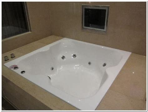 big jacuzzi bathtub picture   tango taipei xinyi