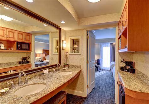 Luxurious 2 Bedroom Queen Suite With Balcony Or Patio