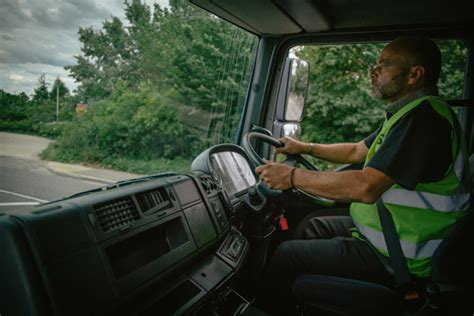 What Can You Expect From A Career As A Lorry Driver?