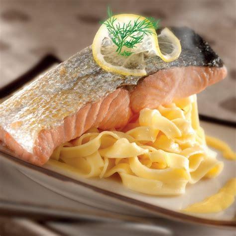 cuisiner le pavé de saumon recette pavé de saumon à l 39 unilatéral crème citron