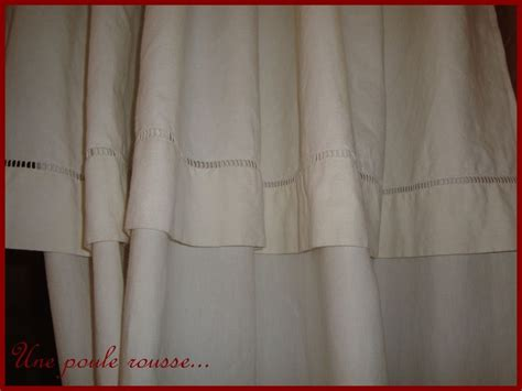 faire des rideaux avec draps anciens un drap un rideau une poule rousse